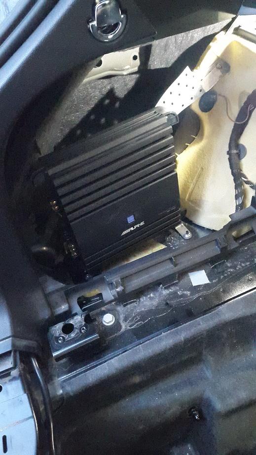 Усилитель Alpine Audi A4